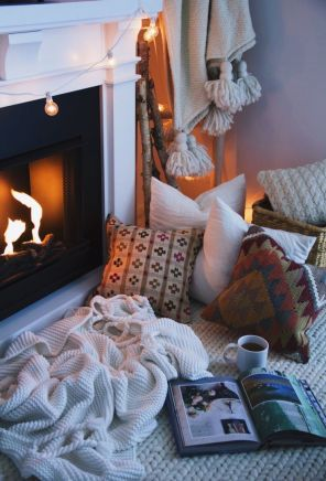 95cc8094610e431c5a1f2479cce99323--cozy-fireplace-living-room-fireplace